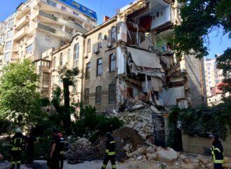 Обвал дома на Ясной: появилось видео момента обрушения здания