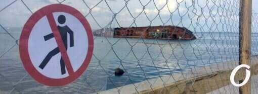 У суднопідіймальній компанії розповіли, коли і як підійматимуть танкер Delfi (відео)