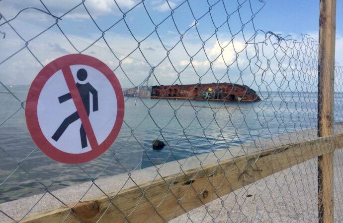 Танкер Delfi разрушил волнорез на пляже – в мэрии готовят иски