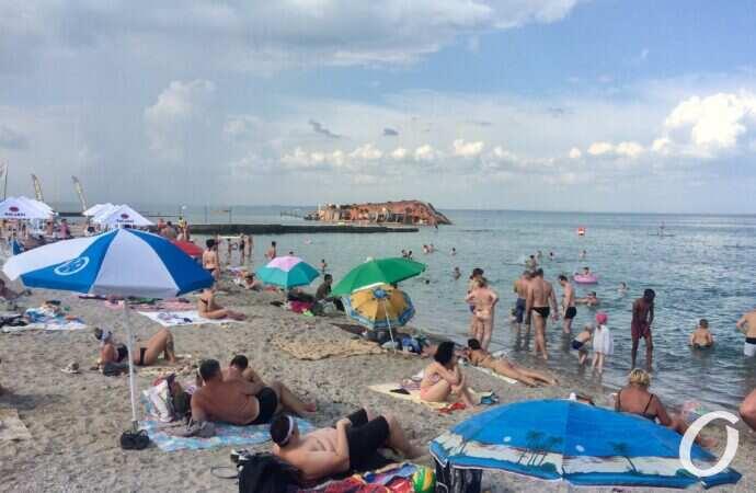 Запрацювали клуби, відкрили пляжі: Одещина у лідерах за кількістю порушень карантину