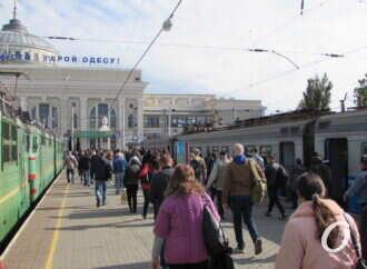 Много людей и все в масках: как в Одессу прибыли первые посткарантинные электрички? (фото)