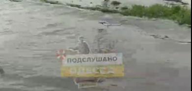 Через вчорашню негоду в Одесі затоплена вулиця Хімічна (відео)
