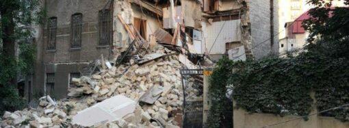 В Одессе рухнул дом на улице Ясной, 10: 25 человек вывели из-под завалов (фото)