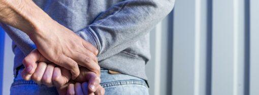 Подросток-грабитель: в Одессе задержали 16-летнего парня за ограбление девушки