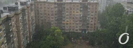 На поселок Котовского обрушились град и сильный ливень (фото, видео)