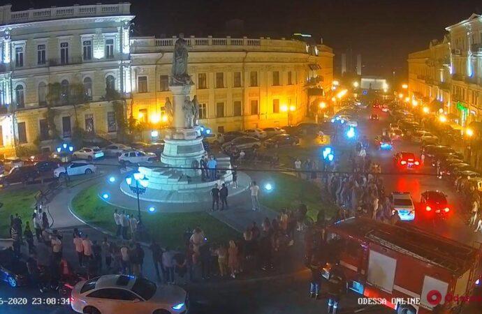 Одесский Мойдодыр: зачем скалолаз взобрался на памятник Екатерине Второй? (фото, видео)