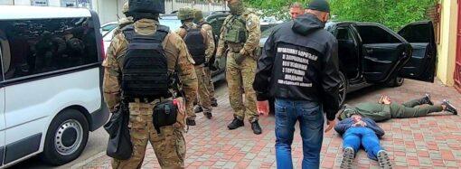 В Одессе задержали банду фейковых наркологов со смирительными рубашками и пистолетами (видео, фото)