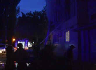 На посёлке Котовского в Одессе горела высотка: спасли 20 человек (видео)