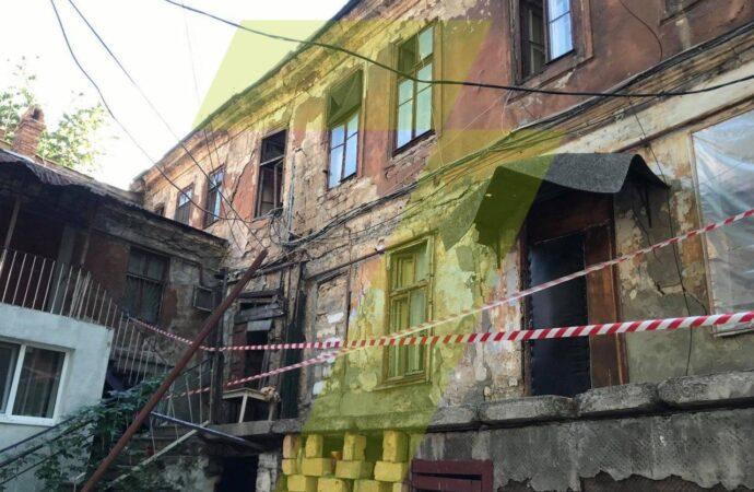 У житловому будинку на Польському спуску, 5 обвалилася частина стіни