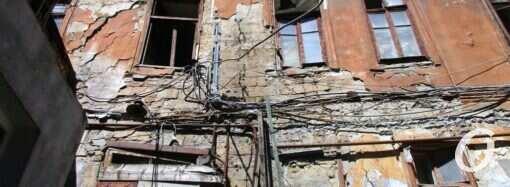 Одесский Польский спуск: тут — обрушение, тут — вот-вот рухнет (фото)