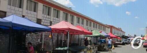 Новшества на «Привозе»: снесли очередную «партию» контейнеров (фото)