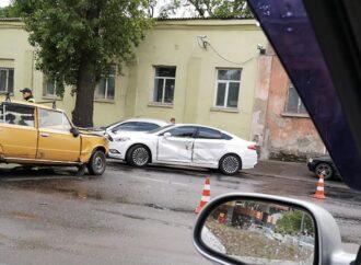 Большая автомобильная пробка в Одессе скопилась в районе Пересыпского моста из-за аварии