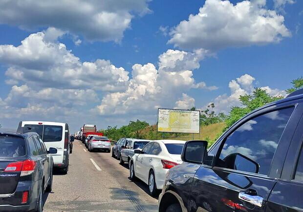 На майские к морю: на трассах под Одессой огромные пробки (видео)