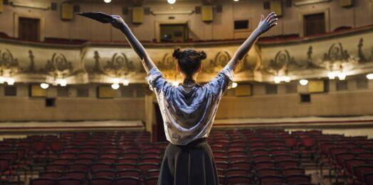 Первые одесские театры объявили о спектаклях