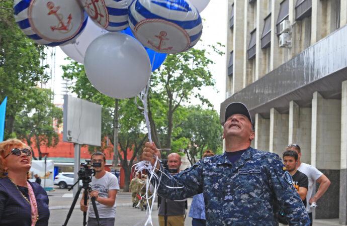 Одесситы проводили уволенного главкома ВМС Украины