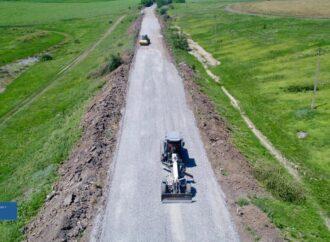 На Одещині відновлюють найбільш зруйновані ділянки дороги (фото)