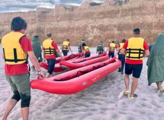 На байдарках, серфах і матраці: як на Одещині рятували відпочивальників, яких віднесло у море?