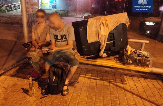 В Одесі чоловік з жінкою орендували квартиру й забрали телевізор