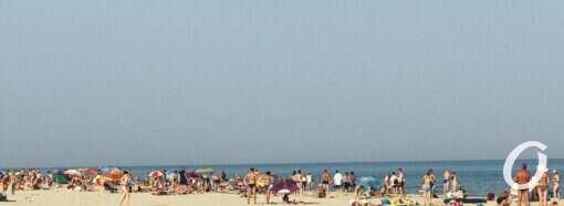 Целебные грязи, коса, широкий пляж: почему стоит поехать в Лебедевку?