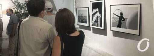 Всматриваясь в себя: одесская журналистка представила выставку фотографий в стиле ню
