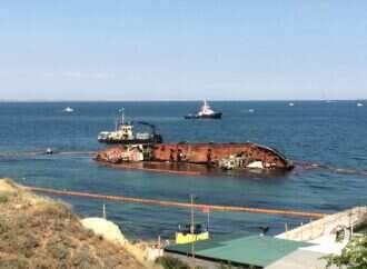 З танкера Delfi стався витік нафтопродуктів: підтоплені бони не функціонують