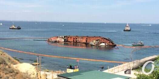 Убрать Delfi: кто поднимет затонувшее судно и оплатит работу?
