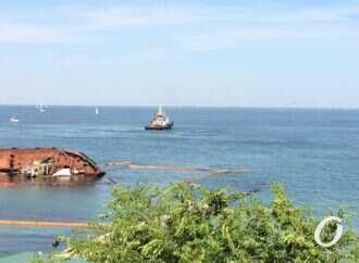 Чрезвычайная ситуация: что будет с затонувшем в Одессе танкером Delfi