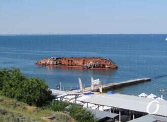 В Одесі біля танкера «Delfi» стався черговий витік забруднюючих речовин