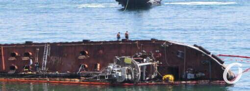 Когда уберут танкер Delfi: министр назвал новый срок