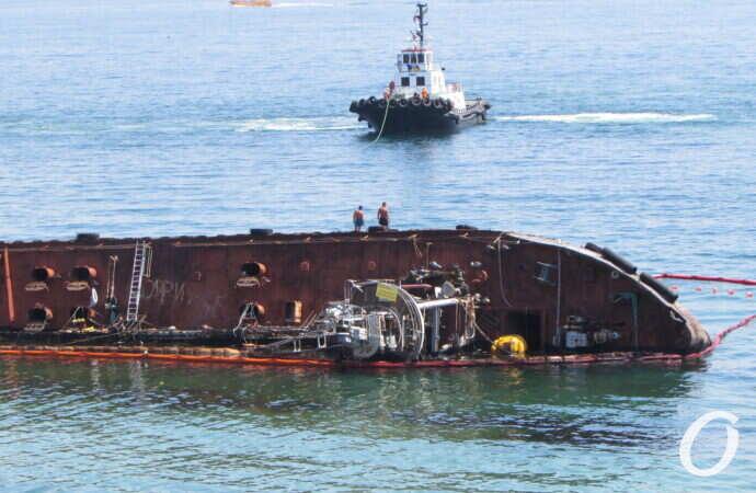 АМПУ намерена самостоятельно убрать танкер Delfi с одесского пляжа