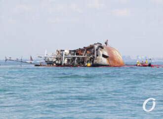 Якщо танкер Delfi не підіймуть до кінця тижня, цим питанням займеться АМПУ – прем'єр-міністр