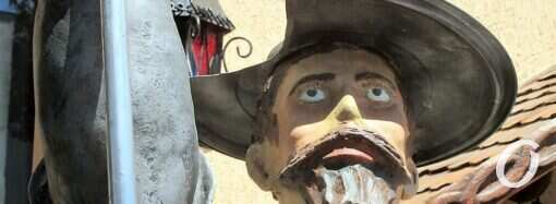 В Одессе «поселился» Дон Кихот: без Росинанта, но со стулом (фото)