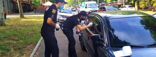 В Одесі двоє іноземців обікрали припаркований на узбіччі автомобіль