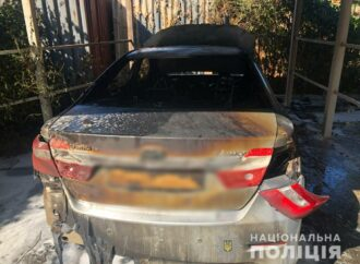 У Чорноморську підпалили автомобіль (фото)
