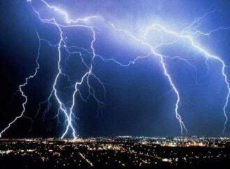 В Одессе – гроза: объявлено штормовое предупреждение