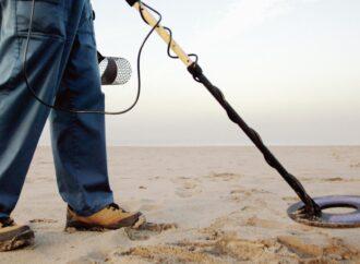 «Нашел – не значит украл»: как в Одессе работают пляжные искатели драгоценностей?