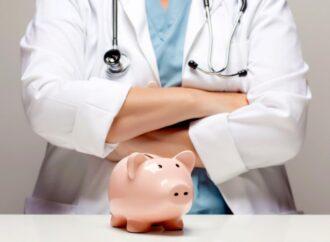 Стало известно, насколько вырастут зарплаты медиков и стипендии студентов в 2022 г.