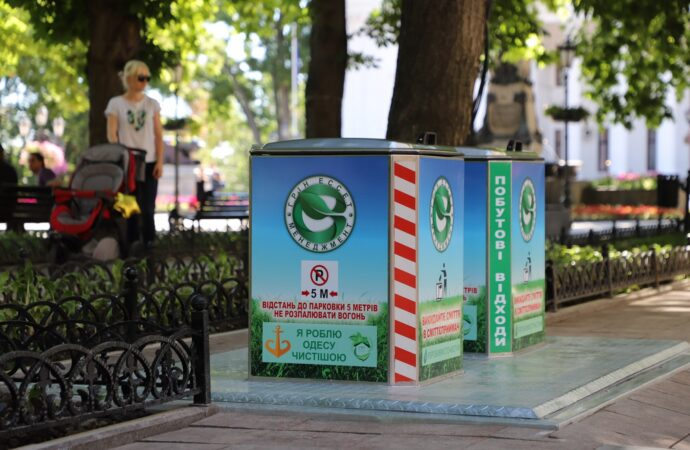 В Одессе появились подземные мусорные баки – фото, видео