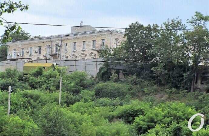 На Приморской появится многофункциональный комплекс: что с подпорной стеной?