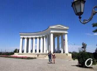 Одесская Колоннада активно «расписывается» и «обмазывается»