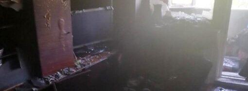 В Одеській області з палаючої квартири врятували літнє подружжя