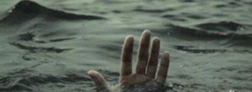 На пляжі 13 ст. Великого Фонтану відпочивальники врятували дівчину, яка тонула (відео)
