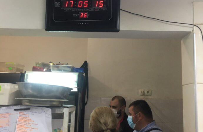 В Одесі у ресторані шестеро осіб отруїлися морепродуктами