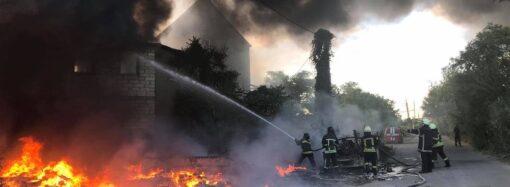 Горів пластик: в Одесі сталася пожежа на території пункту вторсировини