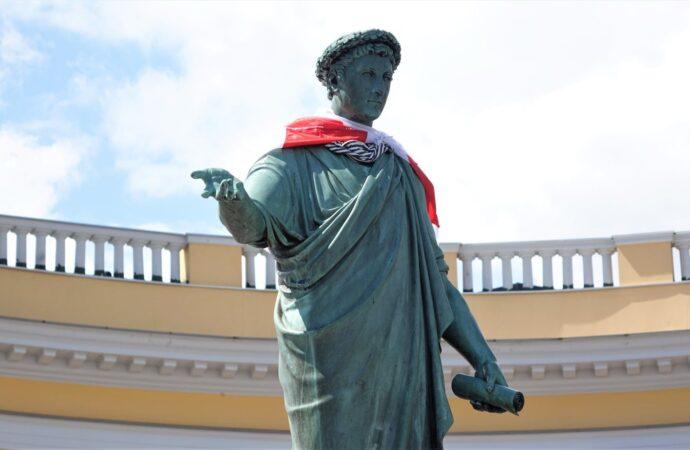 Дюк с белорусским флагом и строительство Дворца спорта: коротко о вчерашних одесских новостях