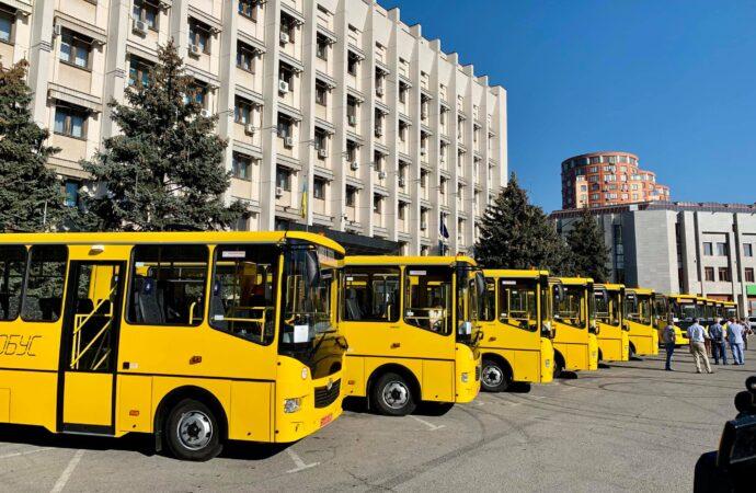 Новый начальник таможни и новые автобусы школам: коротко о вчерашних новостях