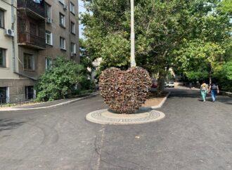 Біля Куточка старої Одеси оновили асфальтне покриття