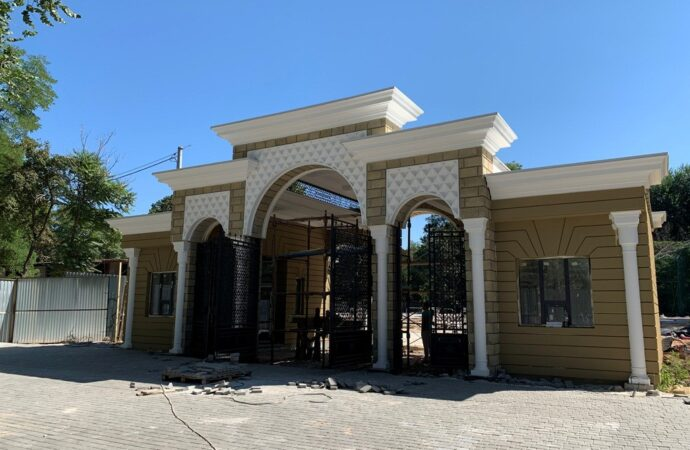 Штучна водойма та будиночок для фламінго: як відбувається реконструкція Одеського зоопарку? (фото)