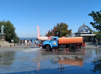 Помили пам'ятник Дюку та Приморський бульвар: як комунальники готуються до Дня міста?