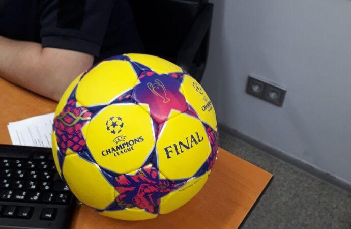 В Одессе уничтожили тысячи футбольных мячей (фото)